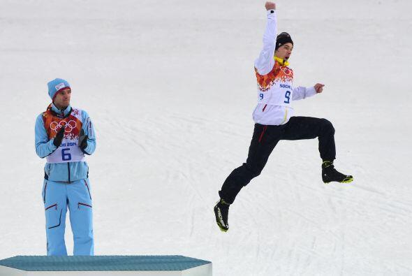 Fabian Riessle de Alemania no desdeña su medalla de bronce y salt...