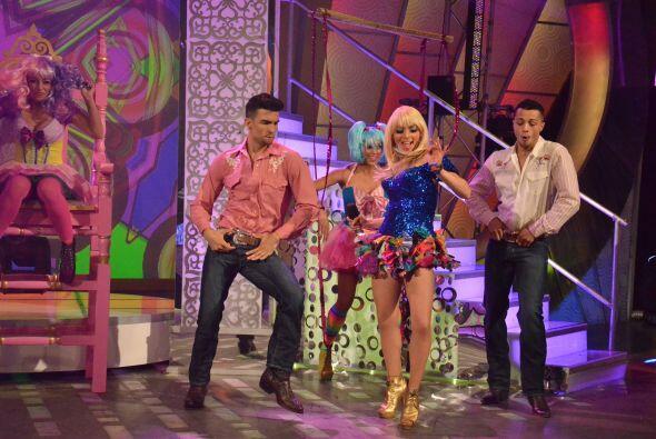 La cuarta y última participante, es la mexicanísima Acelyn quien ha vivi...
