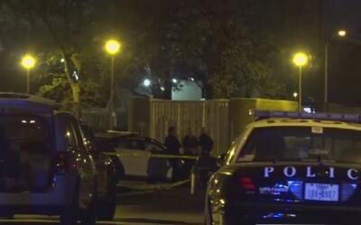 Policía investiga tiroteo en Fort Worth que dejó a un joven muerto