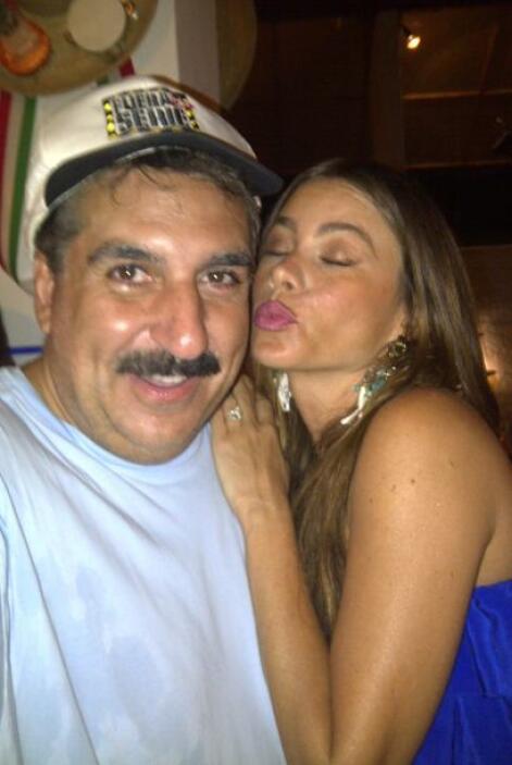 Muy apapachado por Sofía Vergara, quien fuera su compañera en el program...
