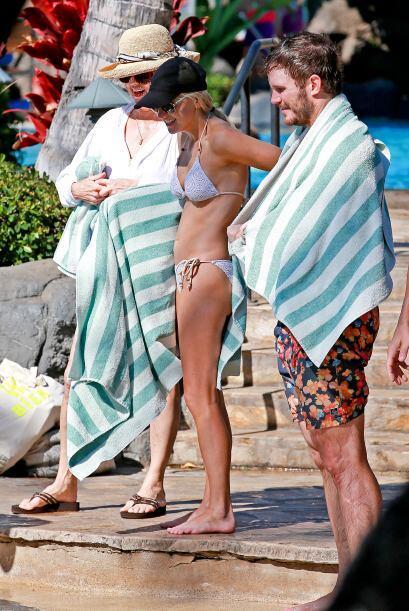 ¡Muy bien Chris!, con la toalla disimulas las llantitas.