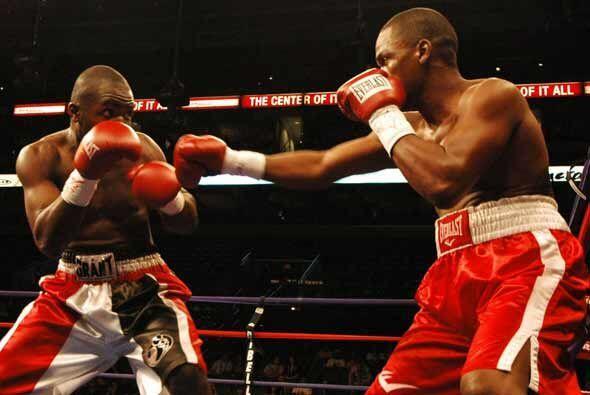 En el sur de Florida se hizo un cartel de boxeo por Haití. En una prelim...