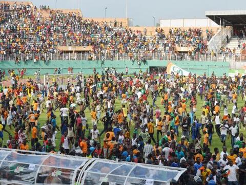 Tras el termino del juego entre Costa de Marfil y Camerún, donde...