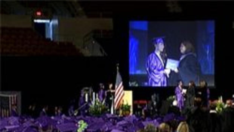 Graduación de estudiantes en el coliseo de los veteranos
