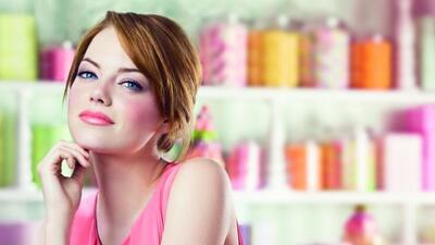 La famosa es la nueva imagen de la campaña Colorbust de Revlon.