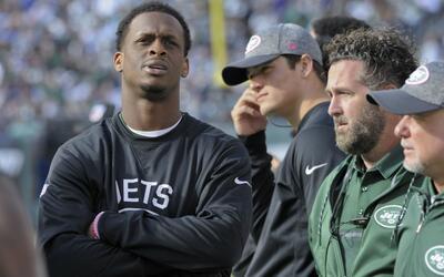 Smith ya salió sin equipo a la banca después del medio tiempo ante Ravens.