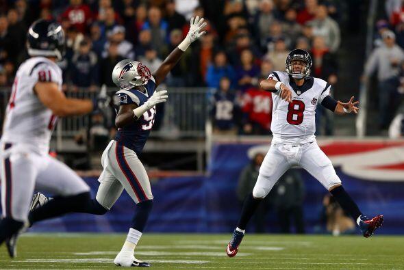 Schaub completó 34 de 51 pases para 343 yardas y dos touchdowns con una...