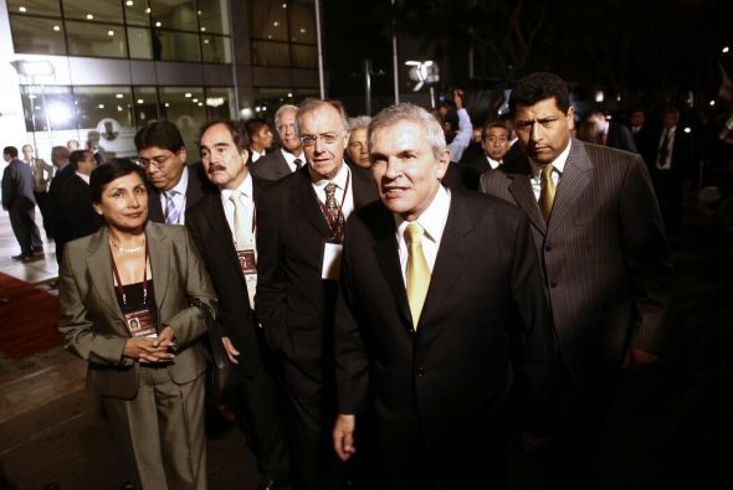 Por último el quinto lugar es para el ex alcalde de Lima Luis Castañeda...