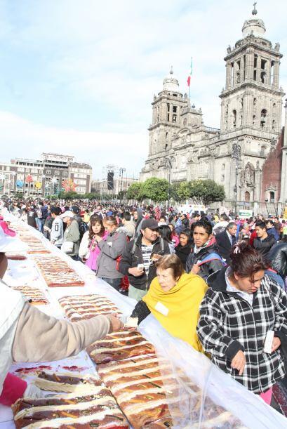 Cientos de familias se congregaron en el centro de la Ciudad de México,...