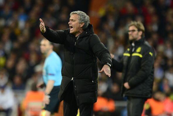 Mourinho ya estaba desesperado, tanto por las decisiones arbitrales como...