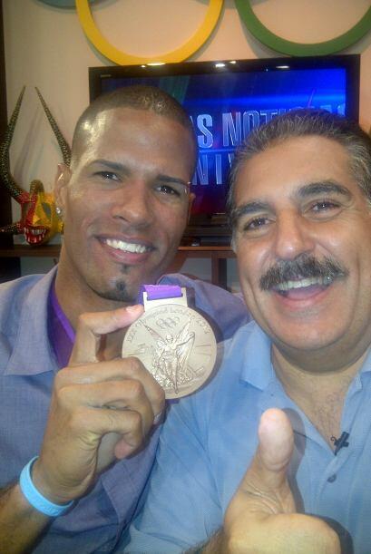 Me invitaron al show TU MA'ANA de Univision PR y compartí con Javier Cul...