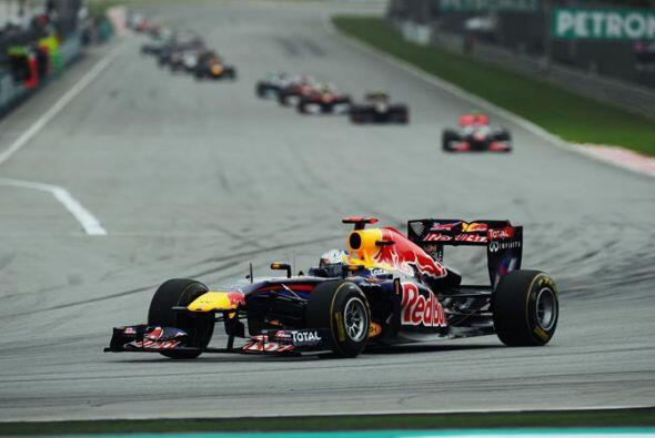 Vettel sacó varios segundos de ventaja antes de terminar la primera curva..