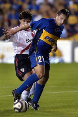 Christian Giménez no se queda atrás y presume la copa Intercontinental c...
