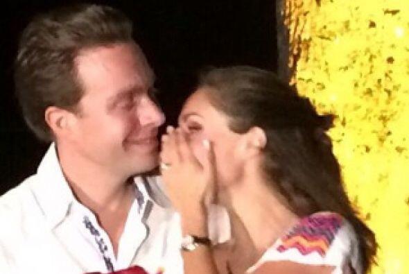 Con esta imagen Anahí confirmó su compromiso matrimonial con Manuel Vela...