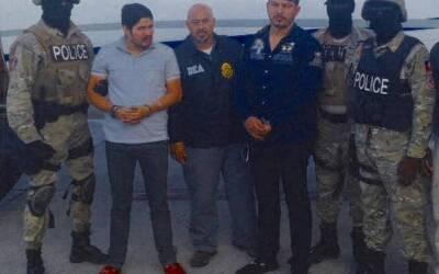 Los dos hombres fueron arrestados por agentes de la policía haiti...
