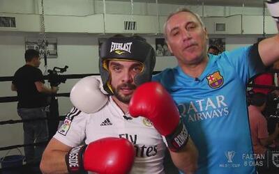 Edgar Martínez paga apuesta a Hristo Stoichkov en el ring