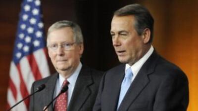 Mitch McConnell (izquierda) será el nuevo líder republicanoen el Senado...