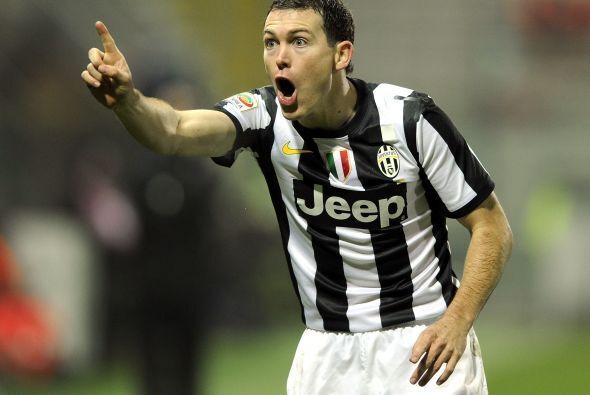 Sigue un defensor suizo que triunfa en la Serie A, Stephan Lichtsteiner.