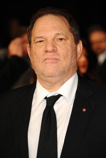 El productor Harvey Weinstein llegó con una barba a medio crecer...
