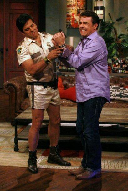 A Gabriel le cumplió su fantasía de que un oficial lo espo...