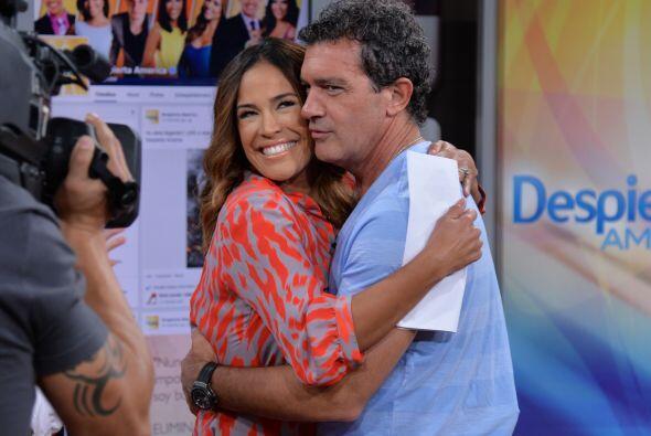 Karla fue de las más envidiadas, vean nada más el tremendo abrazo que le...