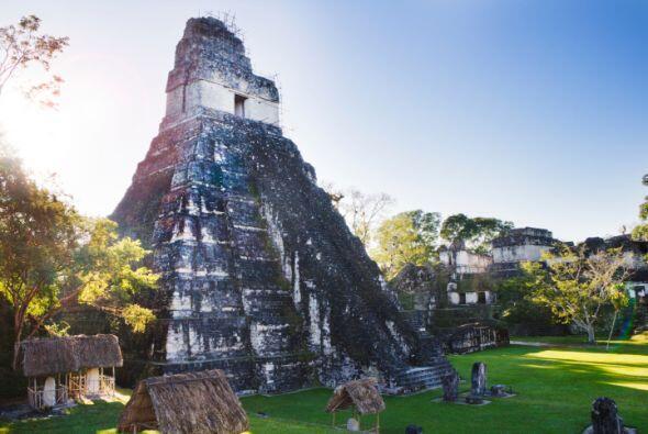 TIKAL Esta ciudad maya está ubicada en Guatemala. Sus pir&a...