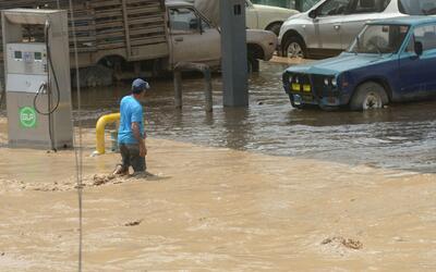 En Florida recogen donaciones para los damnificados de las lluvias e inu...