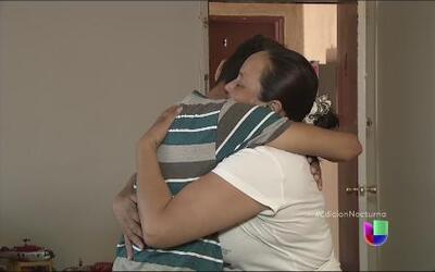 Dramático reencuentro de madre e hijo tras 10 años sin verse