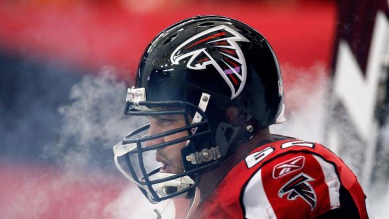 El veterano centro deja una marca indeleble en los Falcons.