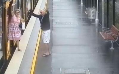 Estos niños caen a las vías del tren... en una campaña para promover la...