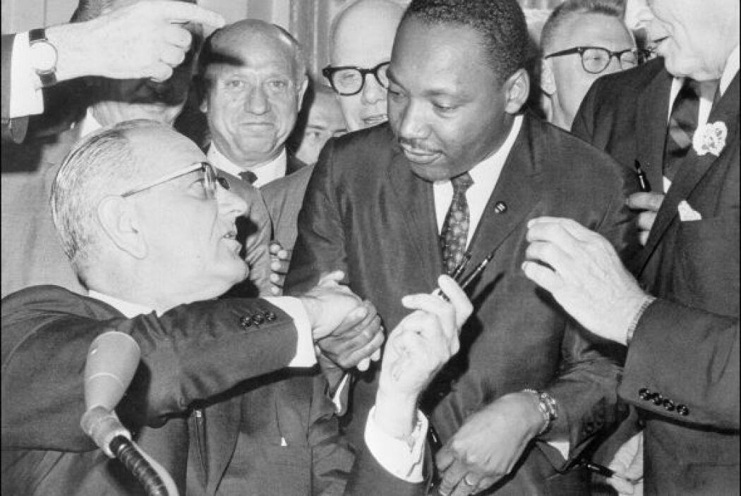 En 1964, y tras años de marchas y manifestaciones, el gobierno, con el e...
