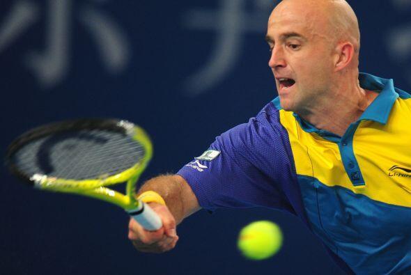 Ljubicic enfrentará a Ferrer en una de las semifinales del torneo...