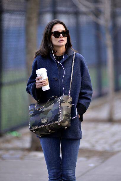 Katie Holmes, muy seriecita y meditabunda por las calles de Manhattan. M...