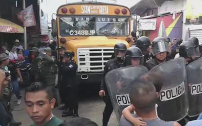 Chofer de autobús atropella mortalmente a un niño vendedor de mercancías...