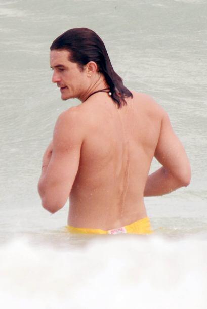 Mira a Orlando disfrutando de sus vacaciones de fin de año en la playa.