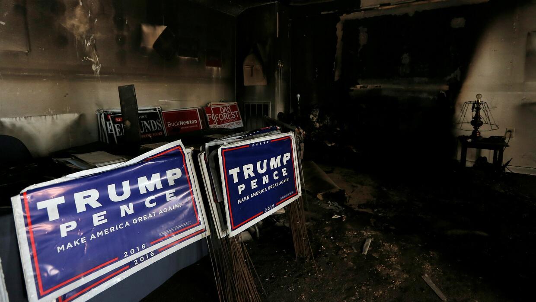 Atacan con bomba molotov a oficina del Partido Republicano en Carolina d...