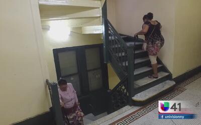 Ancianos llevan cinco meses esperando la reparación del elevador del edi...