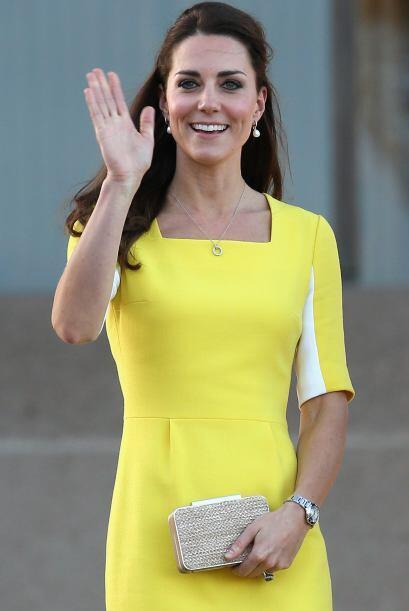 Kate saludó a todos aquellos que se dieron cita para recibirlos....