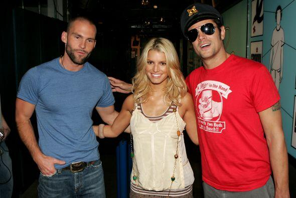 "Con sus coestrellas de ""The Dukes of Hazzard"", Seann William Scott y Joh..."