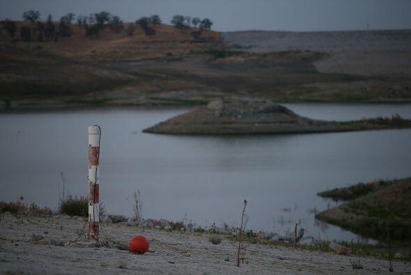 Los niveles de agua del lago Hensley se encuentran mínimos históricos de...