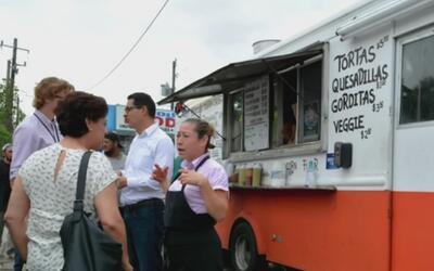 Camión de tacos ahora es centro de registro electoral
