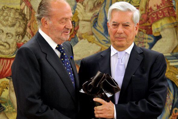 En abril de este año, Vargas Llosa recibió el premio Don Quijote de la M...