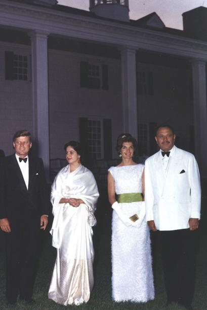 John F. Kennedy o Aristóteles Onassis. Donde fuera y con quien fu...