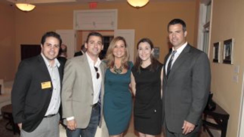 Ray Darnott, David González, Sandra Peebles y Teri Arvesu son acompañado...