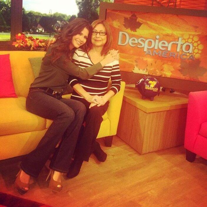 """Hoy mi mami me acompaña en @DespiertaAmericaTv. Se levantó a las 4 am p..."