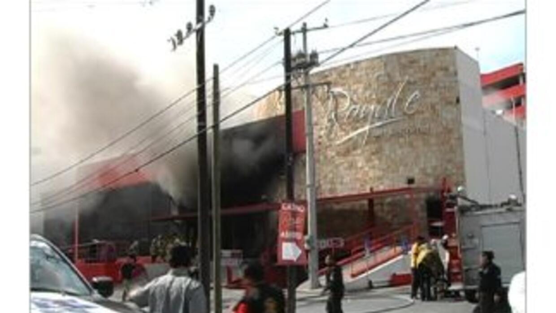 En el incendio provocado del Casino Royale murieron 52 personas.
