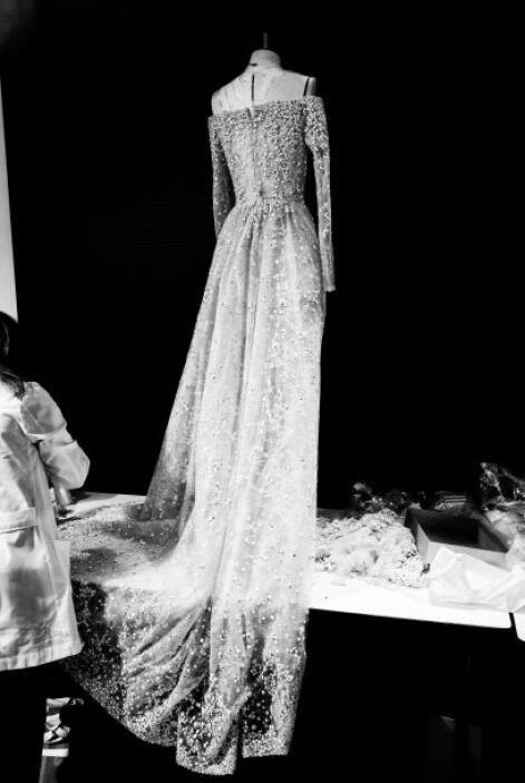 Aunque si quieres lucir elegante y sobria lo ideal es un vestido sin vol...