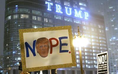 Torre Trump de Chicago, punto de encuentro de marchas contra posesión de...