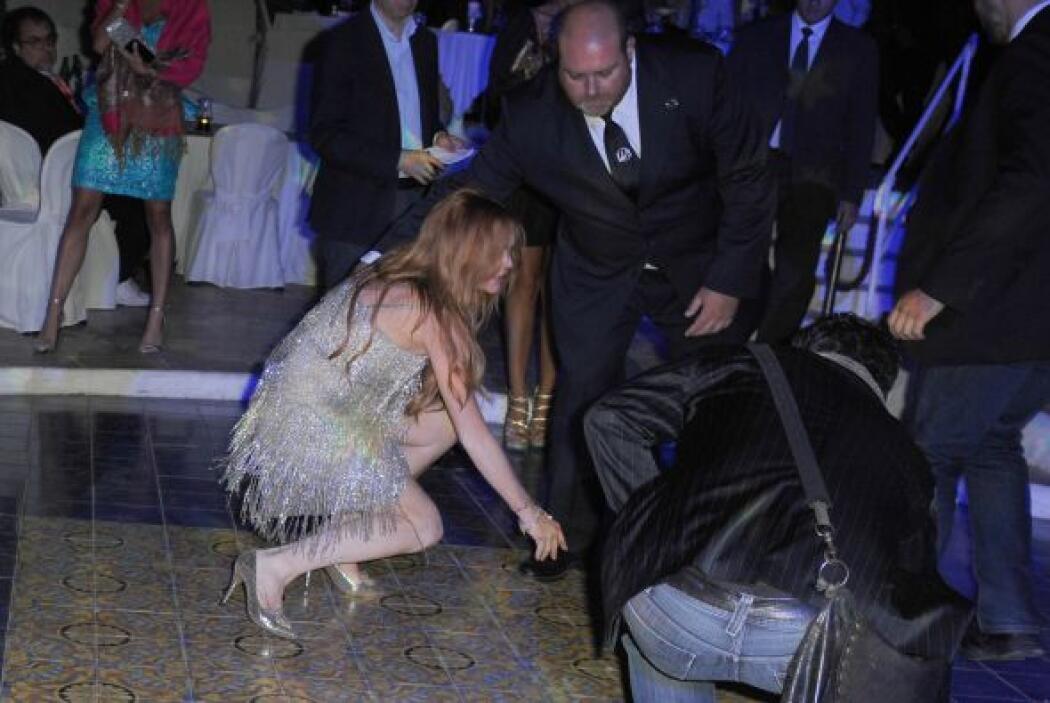 No sabemos si LiLo se resbaló o cayó por culpa del alcohol.Mira aquí lo...