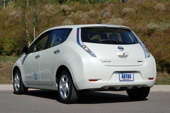El Nissan Leaf se puede conducir por 100 millas con una sola carga.